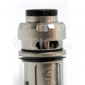 Remplissage en e-liquide du Juggerknot Mini RTA argent de QP Design.